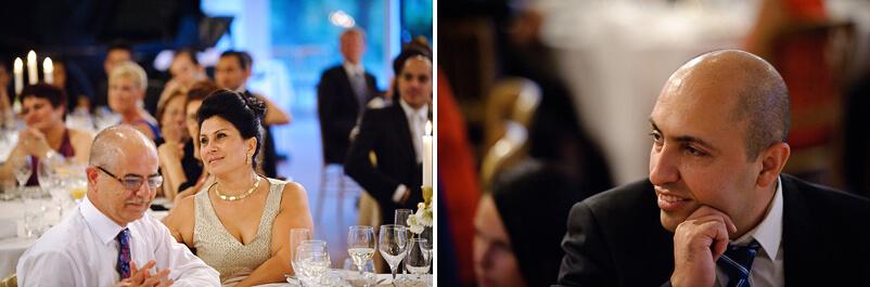 Gäster lyssnar uppmärksamt på brudgummens tal i Storstugan på Tjolöholms slott.